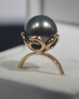 Black Tahitian Pearl Tusk Design 9K Gold Ring