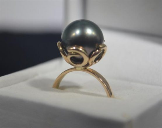 Black Tahitian Pearl Tusk Design 9K Gold Ring